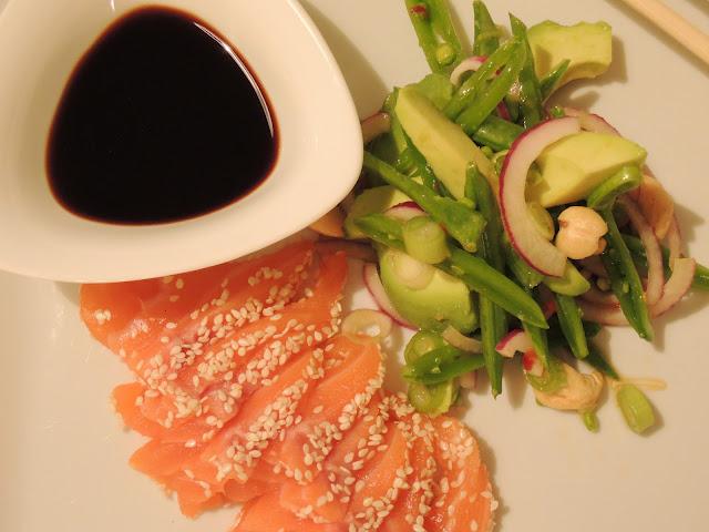Salma sashimi og spicy salat – måltidet du kan spise med god samvittighet!