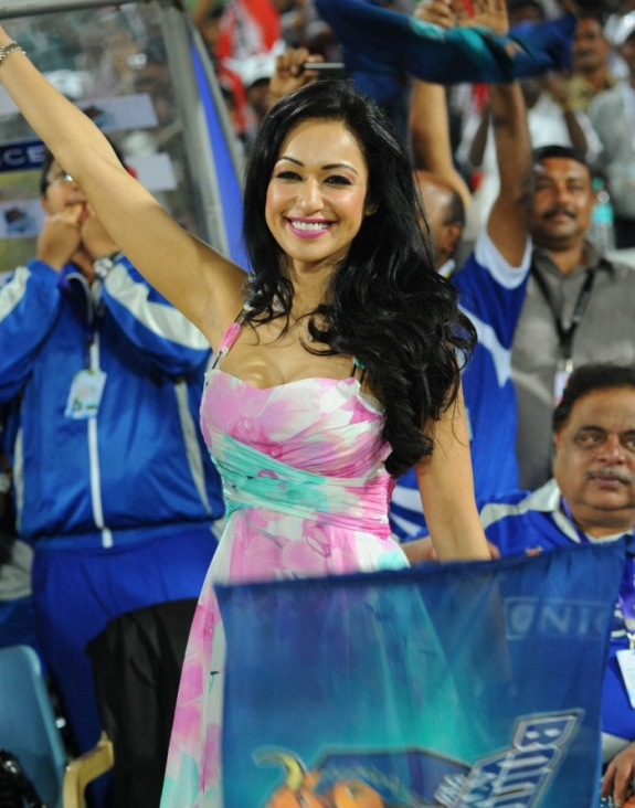 Tamil Actress Madhuri Bhattacharya Hot Stills Gallery In CCL Photos Photoshoot images
