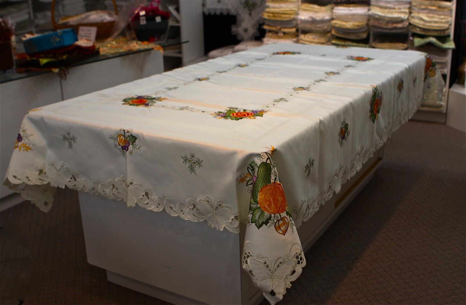 Isnu0027t This Fall Tablecloth So Pretty!