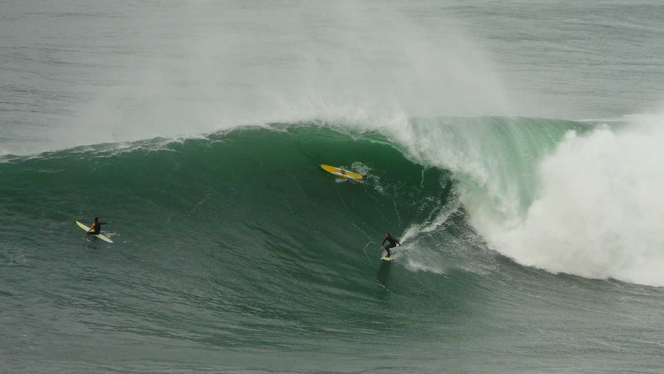 surf menakoz diciembre 2015 olas grandes 43