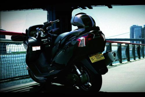Suzuki Burgman 650 Pictures