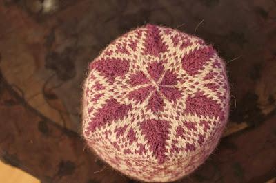 Strikket lue med mønster