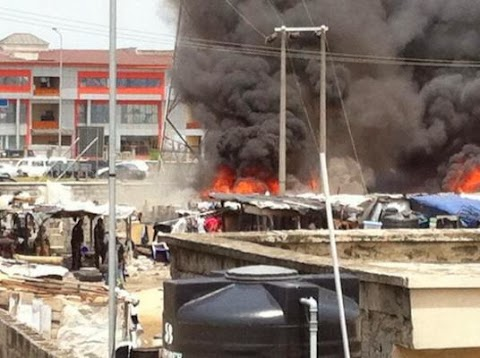 Police raid shanties in Lekki, sets place on fire (Photos)