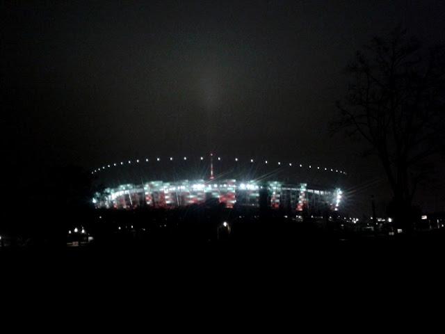 Stadion Narodowy nocą - fot. Tomasz Janus / sportnaukowo.pl