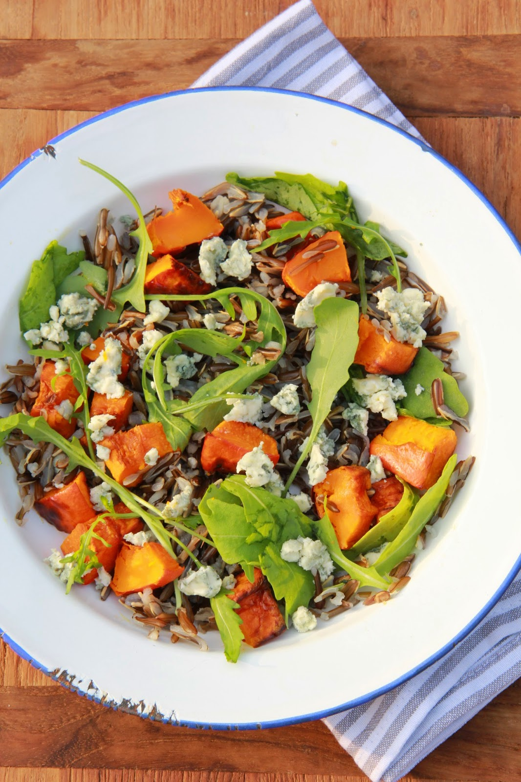 Salade met wilde rijst, gegrilde pompoen & blauwe kaas - www.desmaakvancecile.com