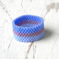 купить голубое сиреневое кольцо из бисера бижутерия ручной работы