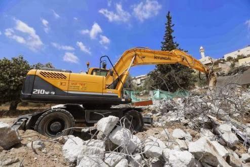 منشآت سكنية وتجارية شرق القدس المحتلة تهدم بايدي الاحتلال