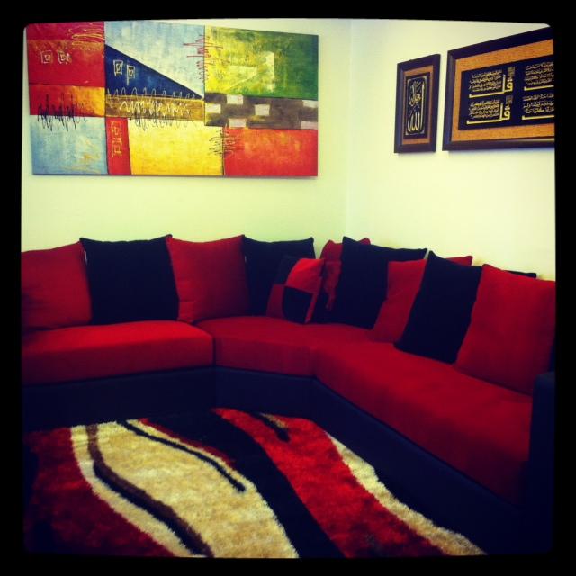 Gambar Sofa Merah : harga sofa L Shape merah hitam menawan itueewww!  ! nama saya nadia !