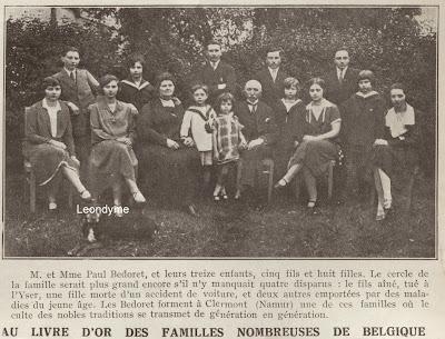 Familie van Dhr. en Mevr. Paul Bedoret uit Namen met 13 van de 17 kinderen.