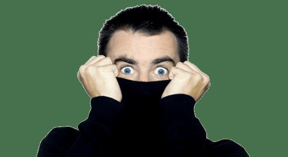 Hombre tímido, de ojos azules