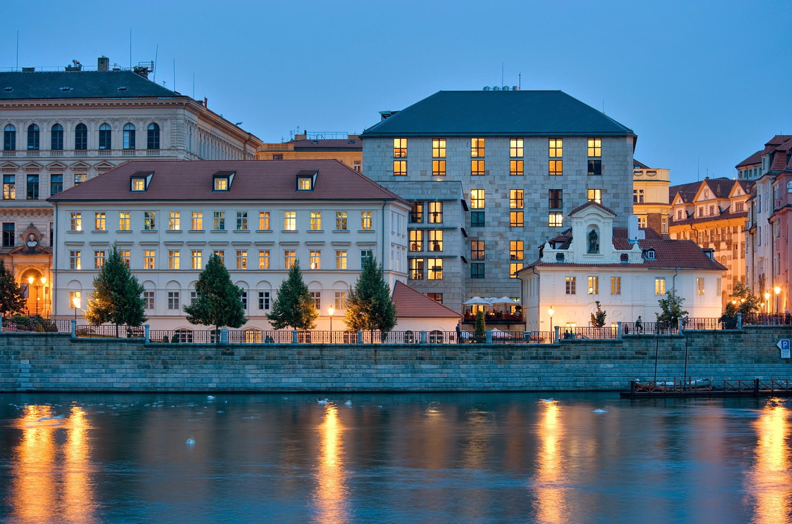 Luxury hotels four seasons prague for Luxury hotels prague