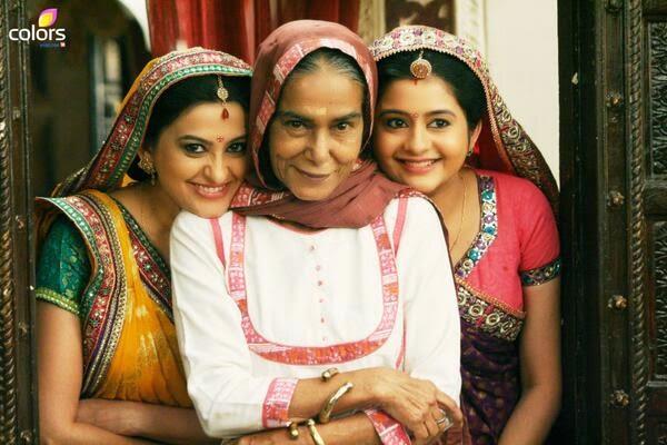 Dadi Sa With Gehna and Sumitra