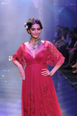 beautiful sonam kapoor very gorgeous on the ramp actress pics