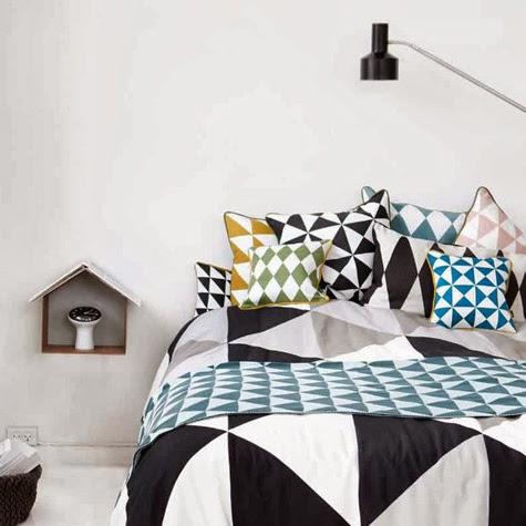 habitación con elementos geométricos