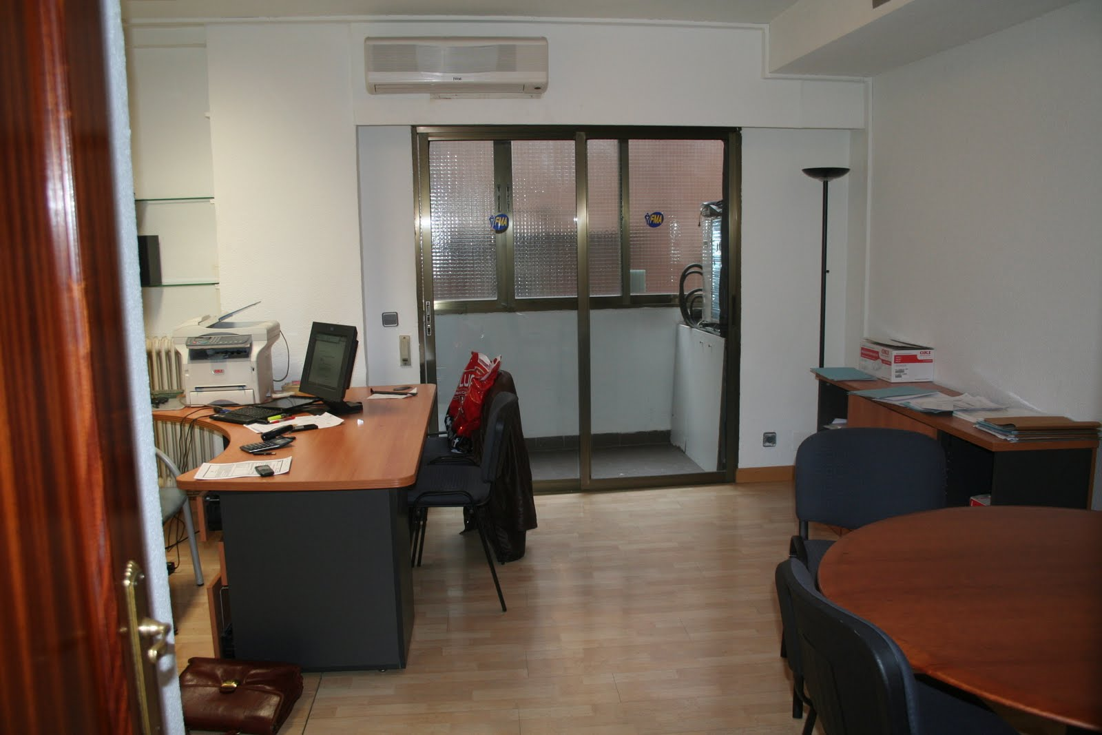 Oficinas madrid oficina reformada en alquiler en for Alquiler muebles madrid