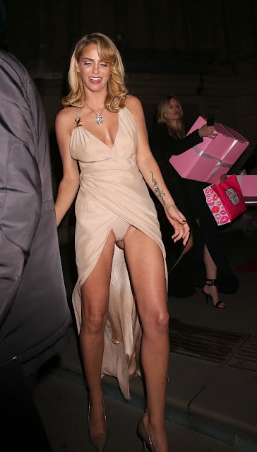 Sarah Harding Upskirt Panty Flash At Cosmopolitan Ultimate Women Of The Year Awards