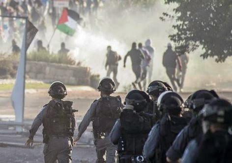 Soldados israelenses reprimem protesto de palestinos