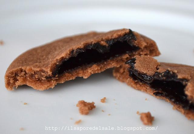 frollini al cacao ripieni di crema ciocco-rum!
