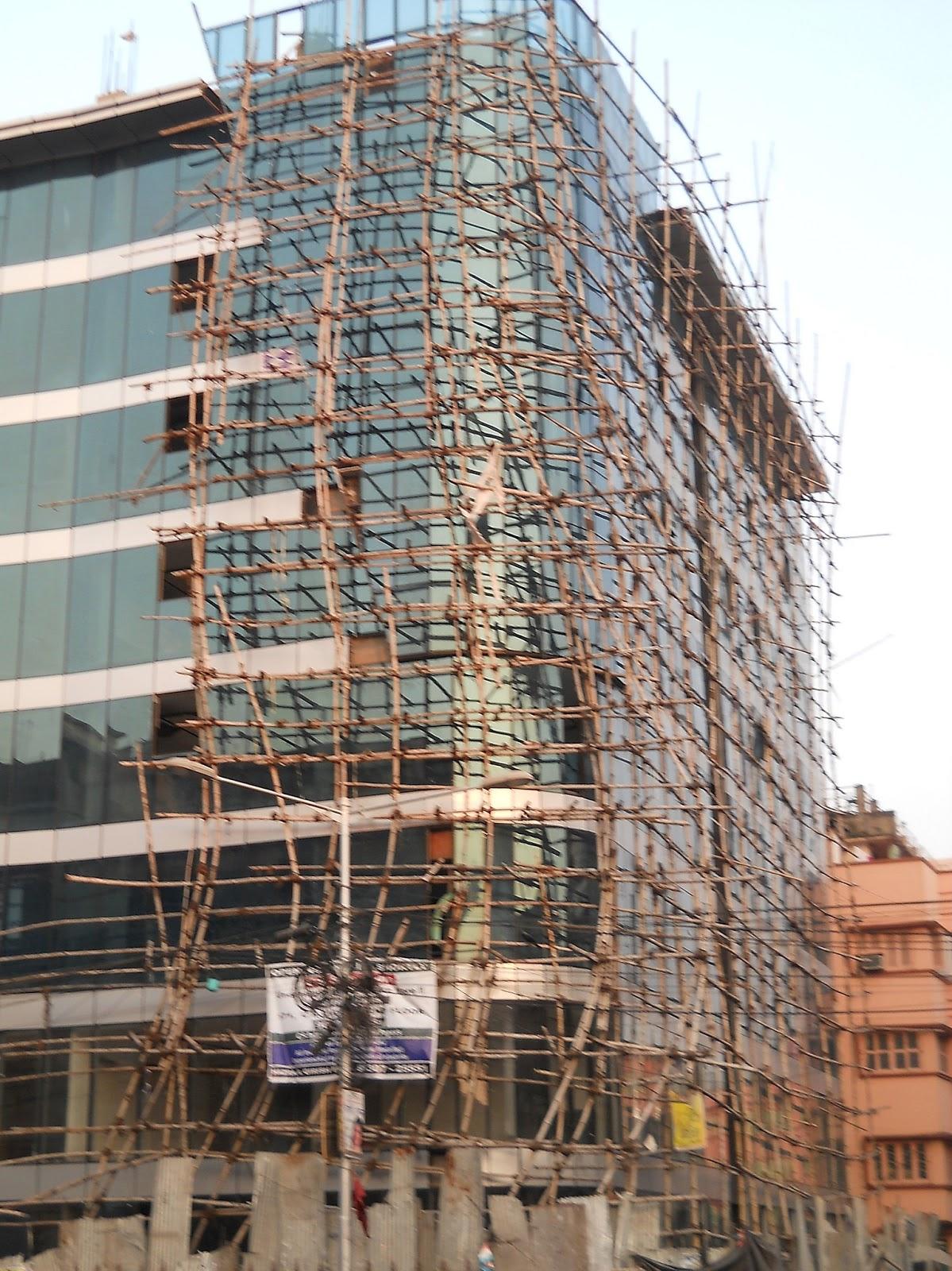 строительные леса из бамбука в Индии