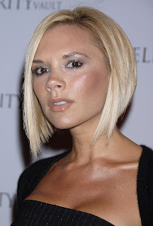 Victoria-Beckham-is-spicy-in-this-perfectly-angled-side-parted-blonde-bob