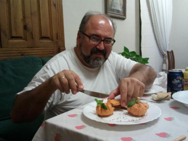 Degustando las calabacitas de sobrasada