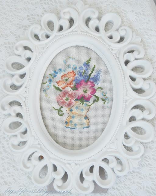 Histories de fleurs, Creation Point de Croix, Primevères, вышивка букет примула, вышивка французский дизайн, вышивка в раме барокко, вышивка цветы, вышивка крестиком