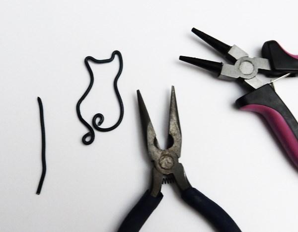 DIY : Boucles d'oreilles chat en fil d'aluminium