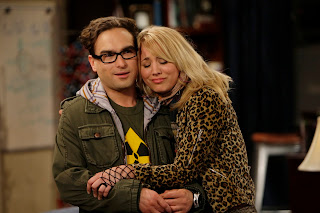 Leonard and Penny Hugging Big Bang Theory HD Wallpaper
