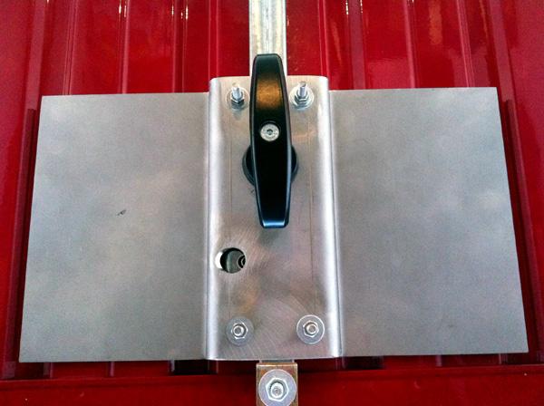 Sostituzione serrature venezia pronto intervento fabbro h - Serratura porta basculante garage ...