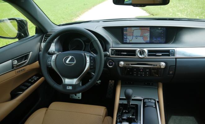 2012 Lexus 450h cockpit
