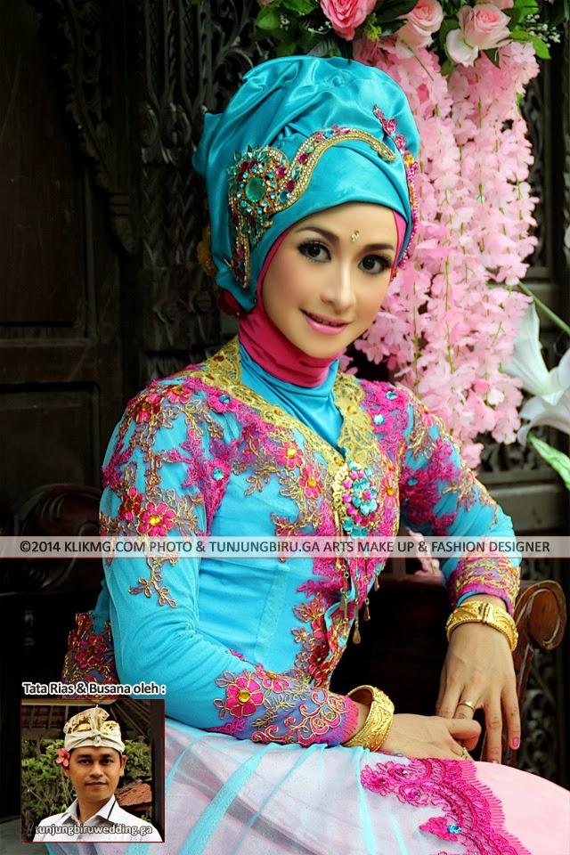 Ny. Sulis David dalam Balutan Hijab Pink Blue Tren akhir 2014 - Tata Rias & Perancang Busana : Tunjung Biru Rias Pengantin Purwokerto