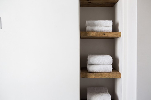 Recessed bathroom shelves | Photos by Laure Joliet via Remodelista