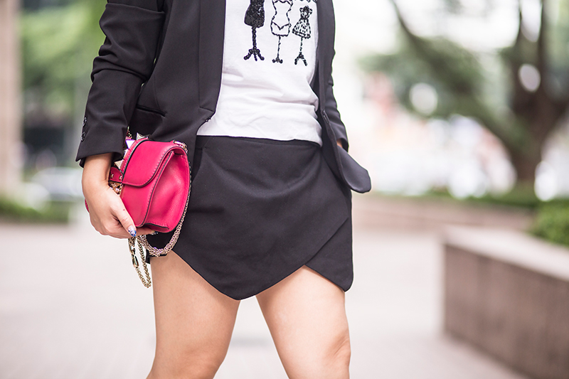 Crystal Phuong- Singapore Fashion Blogger- Black skorts and Valentino lock handbag
