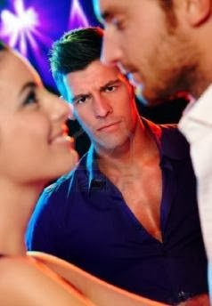 angry-jealous-man-looking-at-young-dancing-couple-in-nightclub - لماذا لا تحبنى البنات والنساء