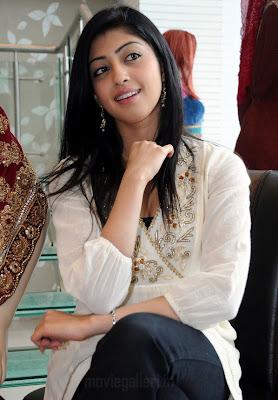 actress pranitha hot stills