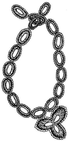 Колье с трилистником, связанное крючком