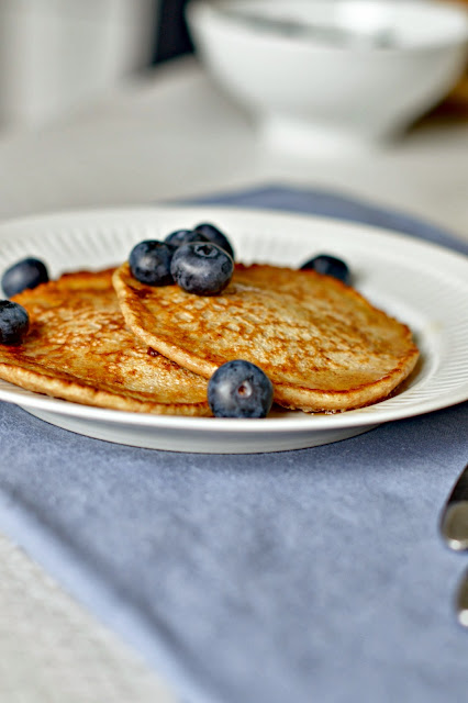 buttermilk pancakes with maple syrup and blueberries