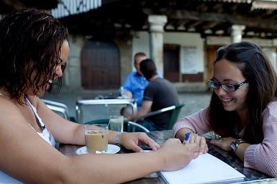 Alumnas en la plaza de La Alberca
