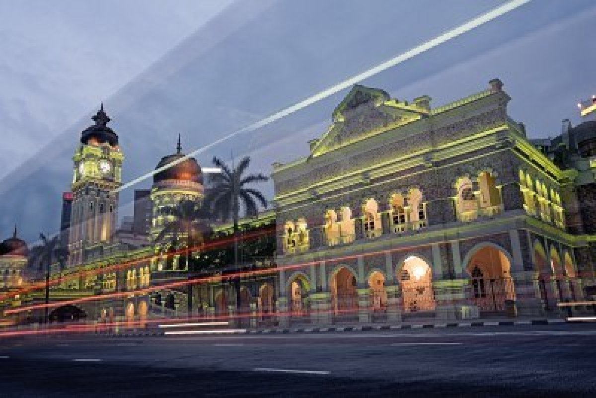 famous places in malaysia The capital of malaysia, kuala lumpur's top attractions include the petronas twin towers, petaling street, kl tower, central market and pavilion mall.