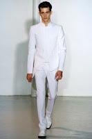 бял мъжки костюм