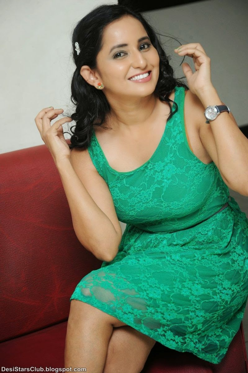 Ishika Singh Hot Photo in Green Skirt