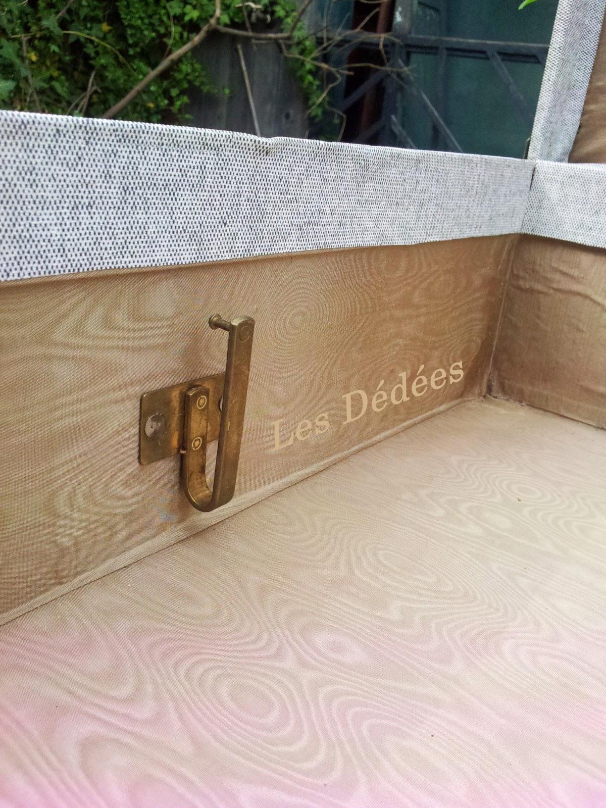 Les dedees vintage recup creations belle valise malle ancienne en tissu - Valise en bois ancienne ...