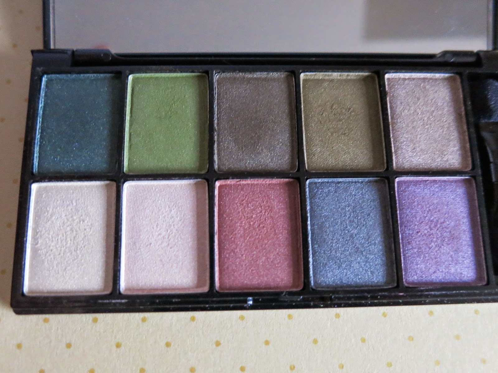 NYX 10 colour eyeshadow palette For Green Eyes