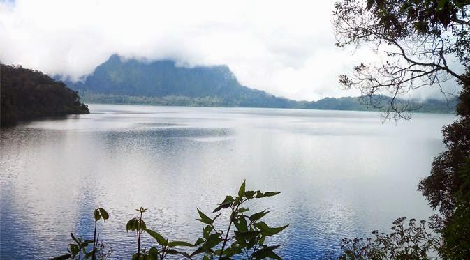 Danau Paling Mistik Di Indonesia
