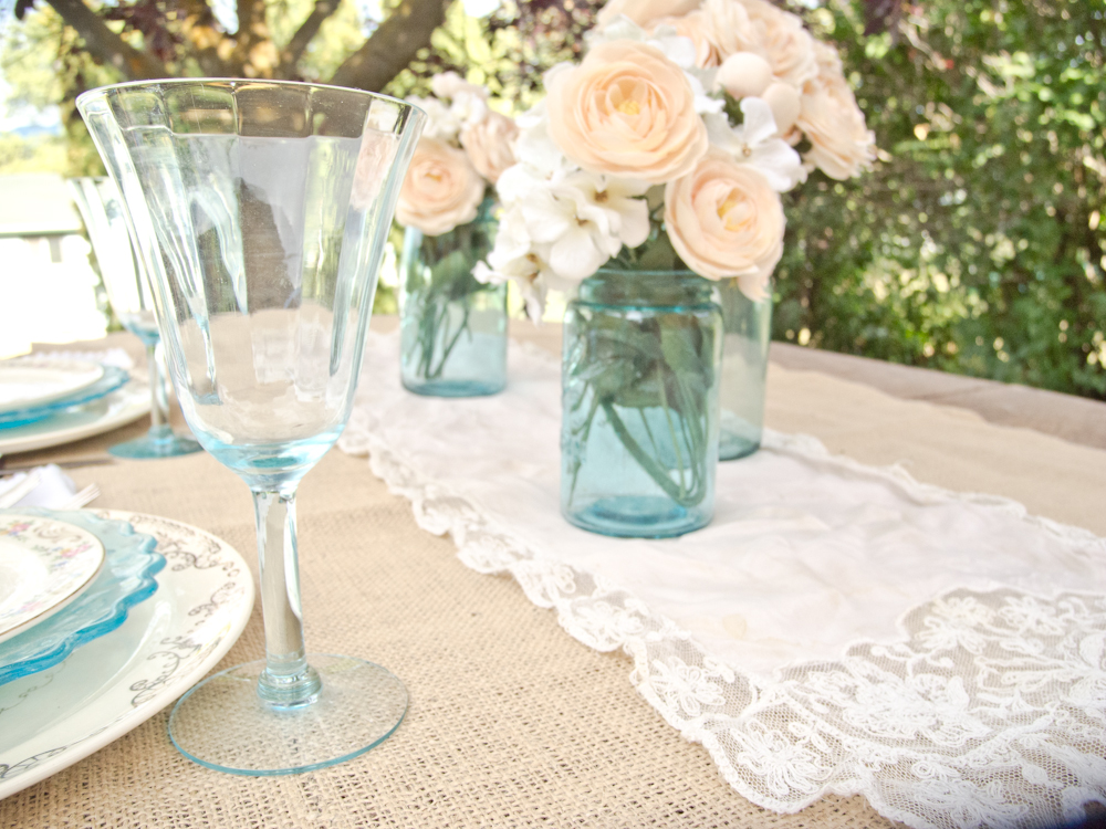 A vintage table setting & Vintage Whites Blog: A vintage table setting