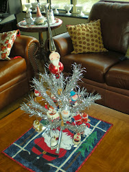 Tinsel Tree with Vintage Santas