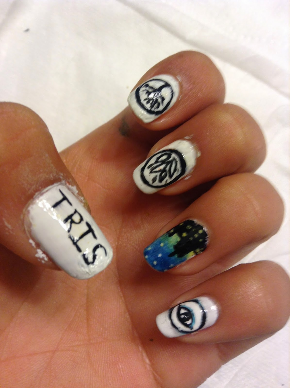 The Biscuit Sisters♥: Divergent Nails!!!