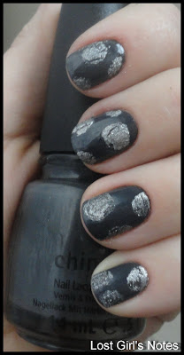crackled circles manicure