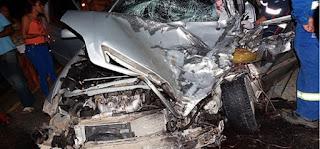 Bahia: Motorista bate carro contra caminhão após tentar desviar de sacola plástica