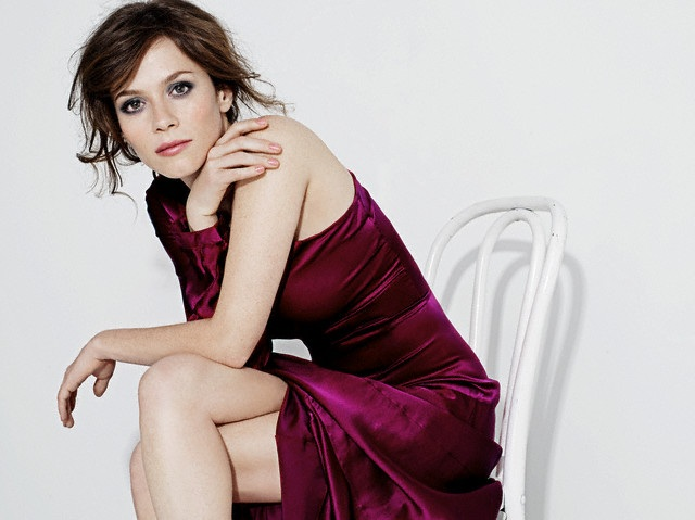 Labels: 2000s, actresses, anna friel, brunette, dress, maroon, photoshoot